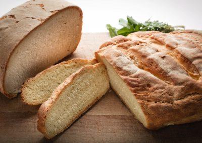 Pane fatto in casa con l'uso di farine della microfiliera Cereali Antichi dai campi della Marmilla e del Sinis, Sardo Sole